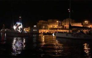 Buona la prima: il Porto di Brindisi inedita e straordinaria scenografia per la Via Crucis