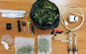 Nasconde l'erba nella trapunta e nella lavatrice: arrestato 34enne