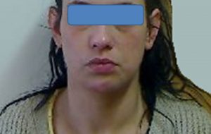 In casa 36 dosi di cocaina e 6 proiettili per pistola calibro 22: arrestata 31enne