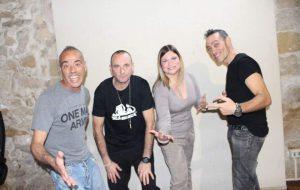 """E' uscito """"Nell'Azzurro"""", il singolo di Silvia Flores scritto dai Sud Sound System. Guarda il video"""