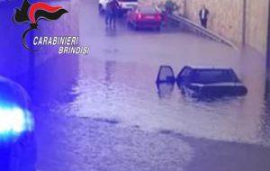 Coppia di anziani intrappolata nel sottopassaggio sommerso da una bomba d'acqua: interviene pattuglia dei Carabinieri