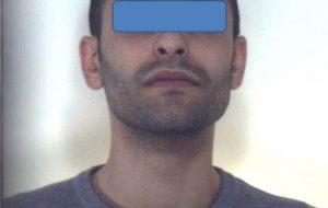Nel mobiletto della camera da letto nascondeva 53 grammi di hashish e 21 di marijuana: arrestato