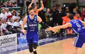 Gara1: la Happy Casa Brindisi resta in partita per 35 minuti poi Sassari allunga e vince 89-73