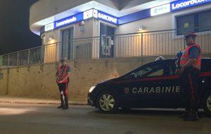Ordigno per aprire bancomat: cinque banditi messi in fuga dai Carabinieri