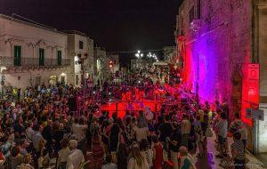 """Grande successo per la """"notte romantica"""" di Cisternino"""