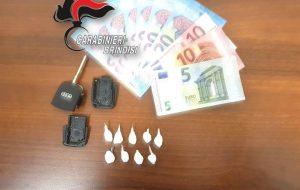 Nasconde nove dosi di cocaina nel guscio della chiave di accensione dell'auto: arrestato