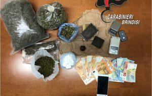 In casa aveva 900 grammi di erba, 685 di fumo e 100 di coca: in manette 41enne