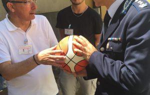 Happy Casa consegna i palloni da basket alla Casa Circondariale di Brindisi