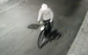 Ladro di biciclette incastrato dalle telecamere: denunciato