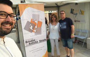 Brindisi e le Antiche Strade: Consegnato il Timbro e la Credenziale del Pellegrino allo AIT del Comune e ai Velisti della Brindisi-Corfù