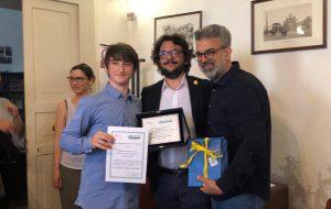 """FAI Brindisi: consegnata la """"targa del cuore"""" allo studente che ha promosso la raccolta firme per l'ex Convento dei Frati Domenicani di Mesagne"""