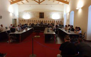 Il Consiglio Comunale di Francavilla Fontana si schiera a difesa dei lavoratori di Mercatone Uno