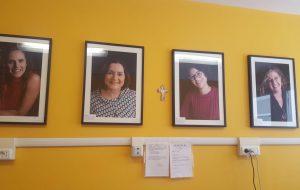 """Sulle pareti dell'oncologia le foto di """"Life is woman – volti di donne che hanno sconfitto il cancro"""""""