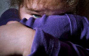 Abusa sessualmente di tre nipotine: arrestato nonno pedofilo