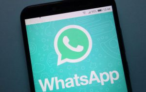 Riprende un disabile e lo irride su WhatsApp: denunciato 21enne