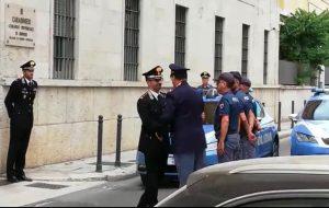 Carabiniere ucciso: la Polizia di Stato omaggia i Carabinieri di Brindisi