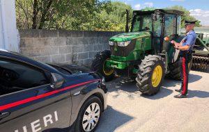 Sostituisce targhe ad un trattore rubato: nei guai agricoltore di Erchie