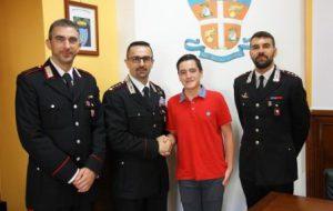 Presenta una tesina di III media sui Carabinieri: invitato a visitare il Comando Provinciale