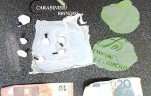 57enne arrestato per spaccio di coca e furto di energia: in casa anche proiettili e banconote false