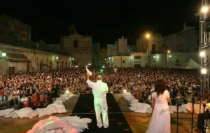 """Taricata a Ferragosto: una delegazione de """"La Notte della Taranta"""" al tradizionale concertone di San Vito"""