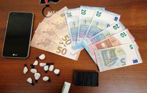 Tic tac alla cocaina nascosti in muretto a secco: arrestato 23enne