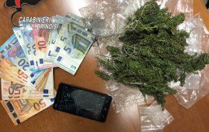 18enne arrestato per droga: riceveva ordinazioni su WhatsApp e Telegram