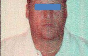 Sottoposto alla detenzione domiciliare a Brindisi, viene fermato a San Pietro alla guida di un'auto e rifiuta di sottoporsi all'alcoltest
