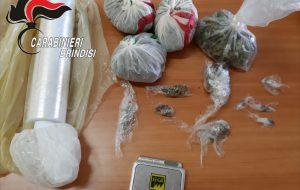 Nella cantina aveva 287 grammi di fumo ed erba: arrestato minorenne