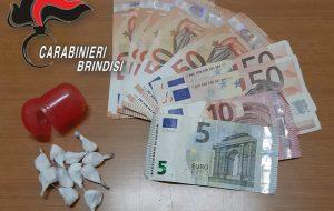 Beccato con 11 dosi di cocaina e 465 euro in contanti