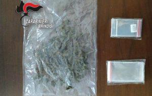 63 grammi di erba nel vano dell'autoradio: arrestato 35enne