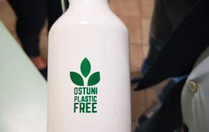 Ostuni Plastic Free: 1200 borracce alle scuole elementari della Città Bianca