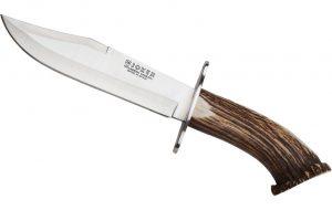 Ha un coltello di 35 cm nel portaoggetti dell'auto: denunciato