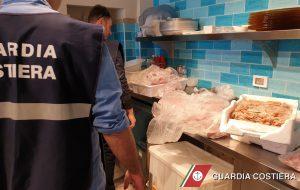 Pesce non tracciato in ristorante rinomato: sequestro della Guardia Costiera
