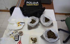 In casa 25 grammi di coca e 600 di erba: 45enne passa dai domiciliari al carcere