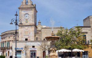 """Francavilla: Torre dell'orologio illuminata di verde per l'iniziativa """"Accendiamo le luci sulle malattie rare"""""""