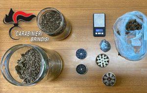 Sorpreso in casa con oltre 300 grammi di erba: arrestato