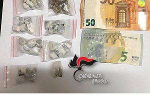 Nasconde in casa 40 grammi di hashish e 0,4 grammi di marijuana: arrestato