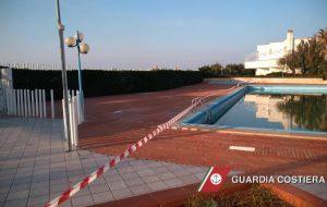 Sigilli alle piscine di un villaggio residenziale a Villanova di Ostuni