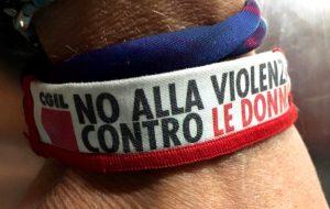 Giornata internazionale per l'eliminazione della violenza contro le Donne: assemblea CGIL davanti alla sede Asl