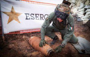 Operazione di disinnesco bomba: l'impegno degli artificieri dell'Esercito Italiano