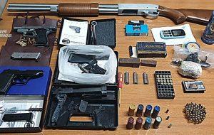 In casa una pistola, munizioni e 73 grami di marijuana