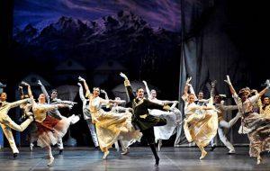 Il grande balletto al Nuovo Teatro Verdi: domenica 29 in scena «Il lago dei cigni»