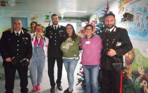 Blitz dei Carabinieri in Pediatria: a Brindisi donato materiale scolastico, giochi e sorrisi