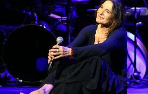 """Lunedì 9 Lina Sastri in scena al Teatro Italia con """"Appunti di viaggio – biografia in musica"""