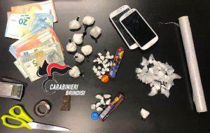 Addosso 20 grammi di hashish, a casa 60 di cocaina: arrestato 35enne