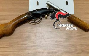In casa fucile e munizioni da guerra: arrestato 34enne