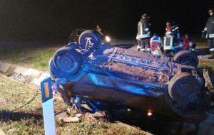 Auto si ribalta nella notte sulla SS.379: 52enne in ospedale