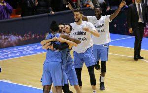 Happy Casa Brindisi batte il Paok Salonicco con il buzzer beater di Stone