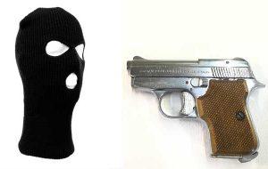 Nasconde nell'armadio pistola senza matricola e passamontagna: arrestato 30enne di Carovigno