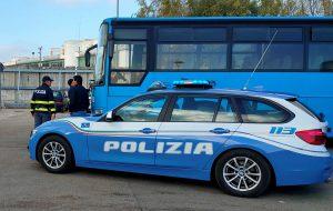 La PolStrada di Brindisi controlla autobus e mezzi pesanti: tante sanzioni